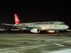 Turkish Airlines TC-JUJ HAJ at Night (U. Heinze) Tags: aircraft airlines airways airplane planespotting plane flugzeug haj hannoverlangenhagenairporthaj eddv olympus night nightshot