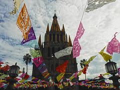 colors rain (Mau Silerio) Tags: san miguel de allende guanajuato messico mexic mexico mexique city cityscape building cathedral tradition traditional sony alpha gothic