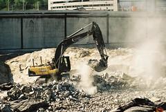 Grävskopa i arbete (Linzen004) Tags: stockholmsuniversitet bygge grävskopa