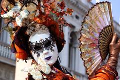 QUINTESSENZA VENEZIANA 2019 212 (aittouarsalain) Tags: venezia venise carnaval éventail masque mask costume chapeau carnevale