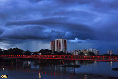 A hard rain's a-gonna fall (Otacílio Rodrigues) Tags: natureza nature nuvens clouds ponte bridge rio river prédios buildings reflexos reflections água water luzes lights urban resende brasil oro arquitetura architecture noite night