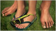 Happy Feet (✰✰Nubyia Photography✰✰) Tags: treizeddesigns blogging blog sunglasses summer flipflops fashion secondlife sl virtualworld feet mrfedde nubyia