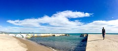 """Paseo y horizonte"" (atempviatja) Tags: mar cielo nubes paseo horizonte agua caminar barcelona bogatell"
