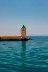 Urlaubserinnerungen (Sa Scha LC) Tags: bol brac hafen kroatien leuchtturm urlaub urlaub2018 wasser canon700d tamronsp35 tamron blau blue sommer adria adriaticsea vacation dalmatien