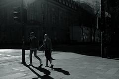 light&shadow@Kö-Graben, Düsseldorf (Amselchen) Tags: city street blackandwhite bnw light shadow cars germany fujifilm fujinon mono monochrome streetphotography people pedestrians fujifilmxt2 xf23mmf2rwr