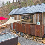 """Cabin in Tennessee <a style=""""margin-left:10px; font-size:0.8em;"""" href=""""http://www.flickr.com/photos/132885244@N07/40606585693/"""" target=""""_blank"""">@flickr</a>"""