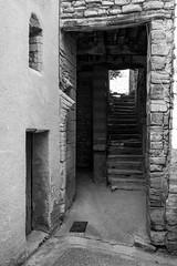 Balade dans les rues de Caromb -10 (LaurentBourdier) Tags: rue street streets photgraphy art outside escaliers vaucluse provence france blackandwhite