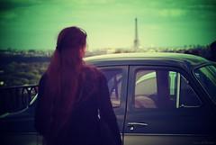 Strange meeting (Loran de Cevinne) Tags: lorandecevinne pentax paris people personnage elle she ville city capitale france toureiffel suresnes hautsdeseine