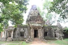 Angkor_Phimeanakas_2014_03