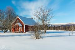 Vermont Morning 0440 (NWPaddler) Tags: 2019 landscapes morninglight nikon snow vt vermont waitsfieldvt winter bluesky sunny house red tree