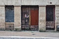 Les rides du vieux Bordeaux (Isa-belle33) Tags: urban urbain architecture city ville wall mur street streetphotography fujifilm bordeaux door porte window fenêtre shop storefront boutique magasin old ancien