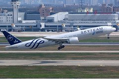 China Southern Airlines | Boeing 777-300ER | B-2049 | Skyteam livery | Shanghai Hongqiao (Dennis HKG) Tags: aircraft airplane airport plane planespotting skyteam canon 7d 100400 shanghai hongqiao zsss sha chinasouthern chinasouthernairlines csn cz boeing 777 777300 boeing777 boeing777300 777300er boeing777300er b2049