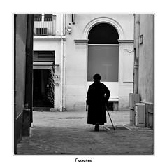 DSC_0490 (Francinen89) Tags: noiretblanc blackwhite photoderue streetlife vieurbaine humain