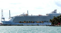RCCL Symphony Of The Seas (Prayitno / Thank you for (12 millions +) view) Tags: rccl rcl royal caribbean international cruise ship lines symphony seas symphonyoftheseas mega biggest crucero mia miami port fl florida day time outdoor cloudy fun sightseeing boat tour