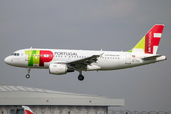 TAP Air Portugal - Airbus A319-112 CS-TTV @ London Heathrow (Shaun Grist) Tags: csttv tap airportugal airbus a319 a319112 shaungrist lhr egll london londonheathrow heathrow airport aircraft aviation aeroplanes airline avgeek landing 27l