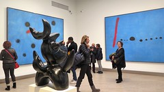 """Joan Miró exhibition in Paris Grand Palais"""" (Sokleine) Tags: miro joanmiro grandpalais exhibition exposition museum musée painting peinture tableau heritage catalan paris 75008 france ubu femmes woman visitors crowded blue bleu toiles canvas abstract sculpture statue"""