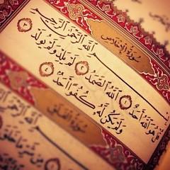 بِسْمِ اللهِ الرَّحْمٰنِ الرَّحِيْم قُلْ هُوَ اللَّهُ أَحَدٌ (١) اللَّهُ الصَّمَدُ (٢) لَمْ يَلِدْ وَلَمْ يُولَدْ (٣) وَلَمْ يَكُن لَّهُ كُفُوًا أَحَدٌ (۴) #SurahIkhlas #Quran #Pak #HolyQuran #Islam #JummahMubarak #Friday #Click #Life #Love (Gillaniez) Tags: surahikhlas quran pak holyquran islam jummahmubarak friday click life love
