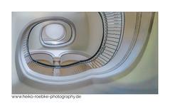 Treppenhaus / staircase (Heiko Röbke) Tags: treppenhaus de canon5dmkiv color farbe thesymmetryabove abstract staircase architecture architektur neuesrathaus 2019 hannover sigma1224mmf40dghsmart