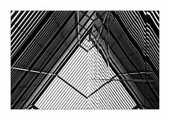 Le Triangle noir (Jean-Louis DUMAS) Tags: reflecting réflection reflets bâtiment building londres london artistique frame losange abstrait abstraction abstract artistic art architecte architectural architecture architect yellow black diamond lignes géométrique triangle noireblanc noir blanc white nb bw noiretblanc blackandwhite
