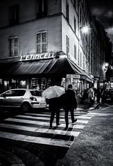 L'étincelle (christiandumont) Tags: monchrome streetphotography streetphoto streetlife blackandwhite blackwhite nb bw noiretblanc rue ruedeparis x100f fujifilm paris