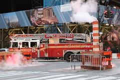 New Yorker Feuerwehr (Tim Reckmann | a59.de) Tags: feuer feuerwehr firefighter kreuzung newyork qualm rauch strase usa zebrastreifen