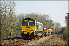 66552, Wormleighton Crossing (Jason 87030) Tags: shedd 66 fred class66 green yellow trees naked bare branches nests lineside oxon oxfordhire claydon wormleightoncrossing freservoir shot stud farm engineers frecht freight 2009 march canon eos gm cargo rails