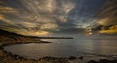 Lucha de nubes al amanecer (Fotgrafo-robby25) Tags: alicante amanecer costablanca marmediterráneo nubes rocas sonyilce7rm3