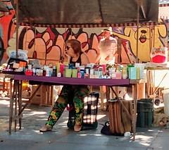 e o cliente não vem (lucia yunes) Tags: cenaderua fotoderua fotografiaderua vendedores vendedoresderua feira mercado mercadoderua mobilephoto mobilephotographie streetvendor streetphoto streetmarket streetphotographie streetscene streetphotography streetlife lifeinstreet motoz3play luciayunes