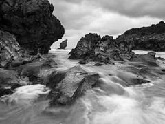 Playa de Buelna (Berti´s world) Tags: paisaje marina seascape landscape coast costa playa beach byn bnw blancoynegro blackwhite asturias llanes spain olympus omd em5ii zuiko 1240pro