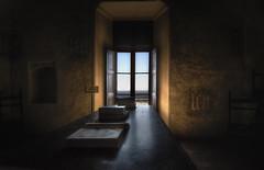 libri ... (Roberto Defilippi) Tags: 2019 102019 rodeos robertodefilippi manta castello castle tripod treppiede controluce architettura