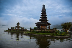Ulun Danu Beratan temple (Karthikeyan.chinna) Tags: karthikeyan chinnathamby chinna travel tradition culture temple lake ulun danu beratan laketempole nature water holy indonesia bali canon canon5dmarkiii canon5d 24105 wide