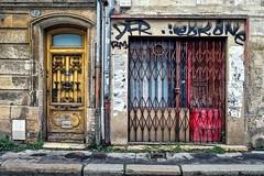 Les rides du vieux Bordeaux (Isa-belle33) Tags: architecture aquitaine urban urbain city ville shop storefront door porte wall mur street fujifilm streetphotography magasin boutique