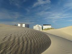 Chalets à Blériot Plage (daviddelattre) Tags: chalet sable plage ciel bleu
