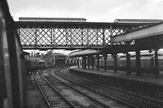 Sheffield Midland South Yorkshire February 1969 (loose_grip_99) Tags: sheffield midland station south yorkshire railway railroad rail train transportation diesel engine locomotive england uk blackwhite noiretblanc trains railways peak 1coco1 sulzer type 4 d85 bridge parcels february 1969 britishrailways