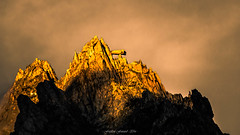 Golden Evening Light (Frédéric Fossard) Tags: texture painting peinture art surréaliste abstrait surreal abstract montagne mountain mountainpeak rock paysage mountainscape alpes hautesavoie gendarme table rocher golden or jaune orange sunset coucherdesoleil lumière light goldenlight aiguilledutour massifdumontblanc cimes crêtes arêtes ridge sommet summit mountaintop soir evening gold