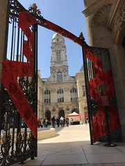 Scène de crime #lyon #hôteldeville #mairie #quaisdupolar (audreyplum) Tags: lyon hôteldeville mairie quaisdupolar