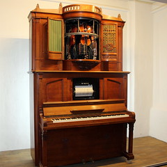 Roll playing orchestrion by Ludwig Hupfeld AG, Leipzig, 1925 (Davydutchy) Tags: utrecht nederland netherlands niederlande paysbas holland museum speelklok tot pierement steenweg mechanical music ludwig hupfeld ag orchestrion roll playing cylinder leipzig march 2019