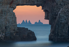 THE DOOR... (Emilio Rodríguez Álvarez) Tags: galicia loiba peña furada ortigueira aguillones canon 6d markii mar sea rock sunset puesta sol paisaje españa spain landscape seascape eos mark ii