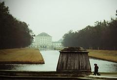 Nebelige Herbststimmung im Nymphenburger Schloßpark (Spookyfilm Photography) Tags: schlospark nymphenburger münchen sehenswürdigkeitenmünchen schlos nymphenburg bayern herbst herbststimmung neblig nebel