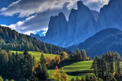 Panorama sulle Odle (giannipiras555) Tags: panorama paesaggio landscape dolomiti odle montagna colline alberi autunno colori verde nikon trentino altoadige