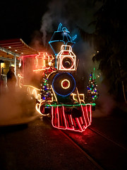 Banter at the Cab (ahockley) Tags: afterdark christmas christmaslights locomotive night oregon oregonzoo pdx portland railroad shotoniphone shotoniphone7 steam steamtrain washingtonpark zoolights