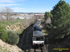 Tren de media distancia de Renfe (línea Xàtiva-Alcoi) a su paso por BENIGANIM (Valencia) (fernanchel) Tags: adif beniganim renfe spain поезд bahnhöfe railway station estacion ferrocarril tren treno train md mediadistancia regional jativa alcoy xàtivaalcoi bellus