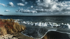 We love stormy weather (Ostseeleuchte) Tags: stormyweather balticsea ostsee wind wellen sturm storm waves sunandrain sonneundregen aprilwetter norddeutschland northerngermany