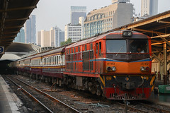 Alstom AD24C (ALS) (SITTINGGROUND) Tags: train thaitrain alstom als ad24c srt bangkok trainstation thailand hualampong canon 77d tamron 18270 4142 rapidtrain locomotive diesel