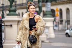 (graveur8x) Tags: woman candid street portrait streetphotography paris france frau female fashion dof human winter stylish urban opera bag coat sony sonya7iii sonyilce7m3 zeissbatis28135 135mm