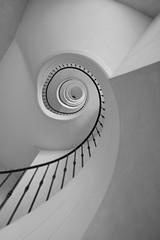 the snake - upstairs (tom_p) Tags: pariserplatz haidhausen bianconero schwarzweis noiretblanc stairway stairs treppen spirale