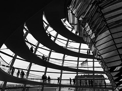 (andrferrr) Tags: berlin reichstag reichstagkuppel streetphotography street bw backlight controluce silhouette blackwhite dome