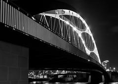 Osthafenbrücke Frankfurt (twheide) Tags: europa deutschland frankfurt hessen monochrome bw blackwhite blackandwhite bridge osthafenbrücke architecture night lines curves