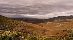 Hasta donde alcance tú mirada. (<María>) Tags: hayedodelapedrosa campo monte montañas cielo nubes arboles hojas colordeotoño