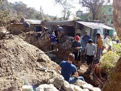 Les bénévoles sur un chantier en cours au Népal (infoglobalong) Tags: bénévolat humanitaire stage bâtiment construction reconstruction catastrophe séisme tremblementdeterre maison structure chantier asie népal